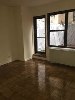 3 Bedrooms, Turtle Bay Rental in NYC for $3,500 - Photo 1