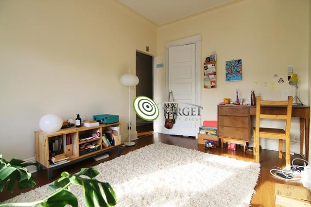 1 Bedroom, Ridgewood Rental in NYC for $1,600 - Photo 2