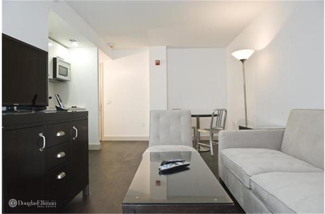 1 Bedroom, Hell's Kitchen Rental in NYC for $3,000 - Photo 2