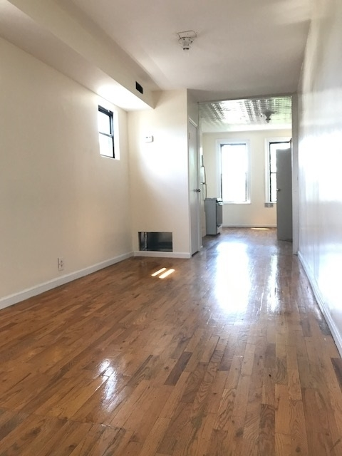 1 Bedroom, Bushwick Rental in NYC for $1,995 - Photo 2