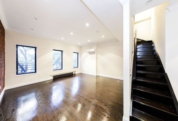 5 Bedrooms, Upper East Side Rental in NYC for $9,000 - Photo 2