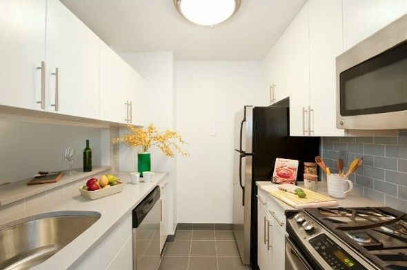 Studio, Theater District Rental in NYC for $2,500 - Photo 2