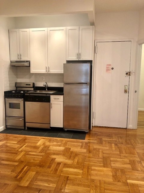 3 Bedrooms, Yorkville Rental in NYC for $3,600 - Photo 2