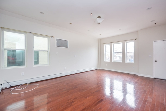 3 Bedrooms, Sunnyside Rental in NYC for $3,000 - Photo 2