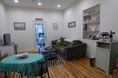 1 Bedroom, Yorkville Rental in NYC for $2,099 - Photo 2