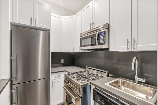 3 Bedrooms, Yorkville Rental in NYC for $3,995 - Photo 2