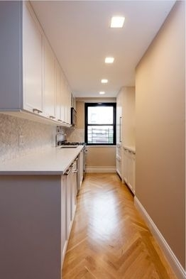 3 Bedrooms, Yorkville Rental in NYC for $6,489 - Photo 2