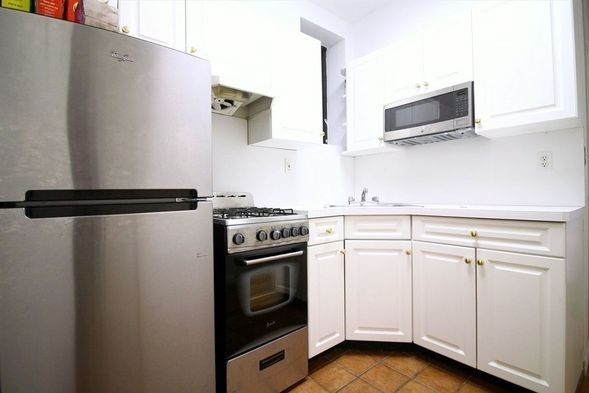 1 Bedroom, Upper East Side Rental in NYC for $2,545 - Photo 2