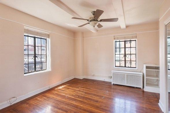 1 Bedroom, Tudor City Rental in NYC for $2,700 - Photo 2