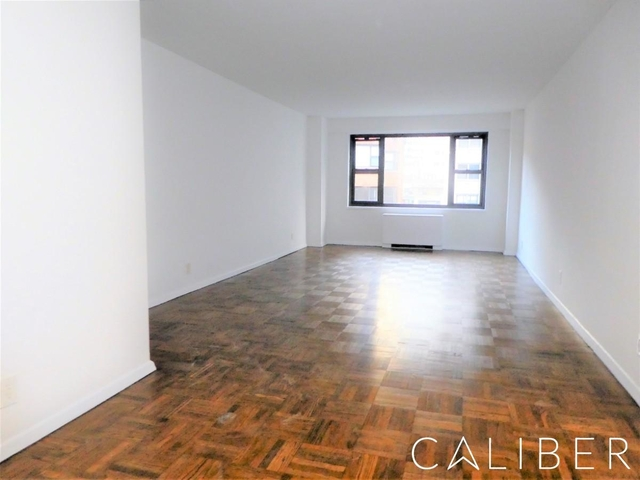 2 Bedrooms, Sutton Place Rental in NYC for $3,199 - Photo 2