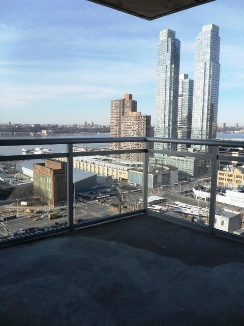 2 Bedrooms, Hell's Kitchen Rental in NYC for $3,200 - Photo 1