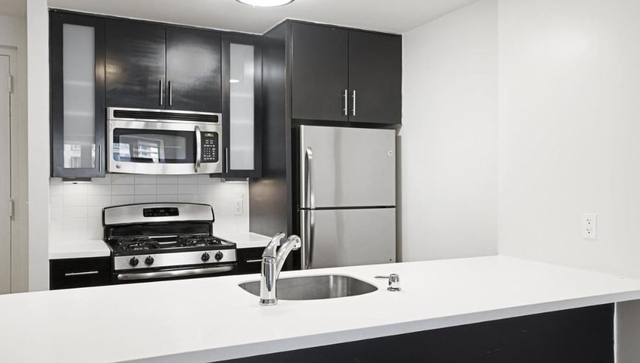 Studio, Long Island City Rental in NYC for $2,100 - Photo 2