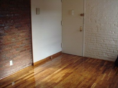 3 Bedrooms, East Village Rental in NYC for $5,165 - Photo 2