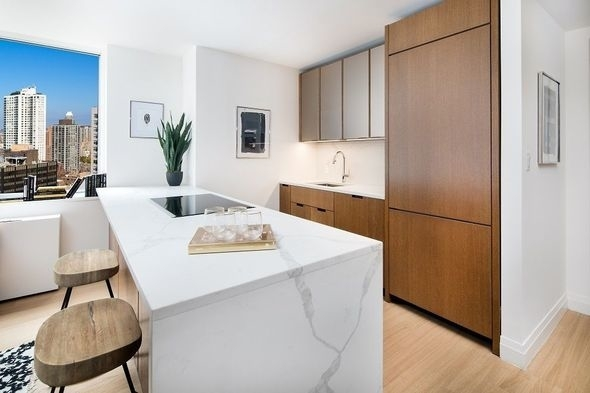 2 Bedrooms, Sutton Place Rental in NYC for $5,300 - Photo 2
