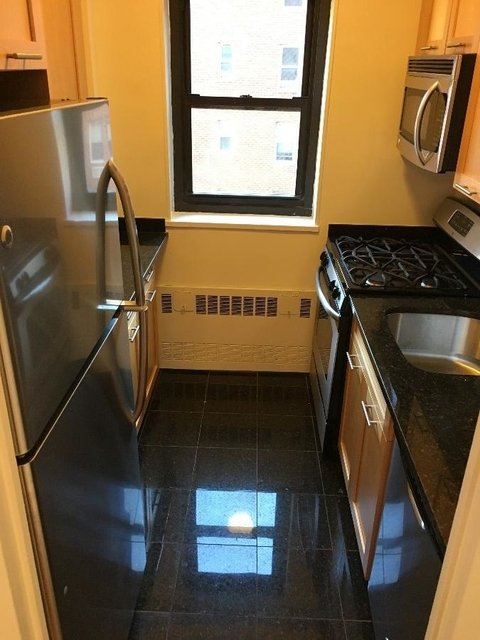 2 Bedrooms, Sutton Place Rental in NYC for $5,425 - Photo 2