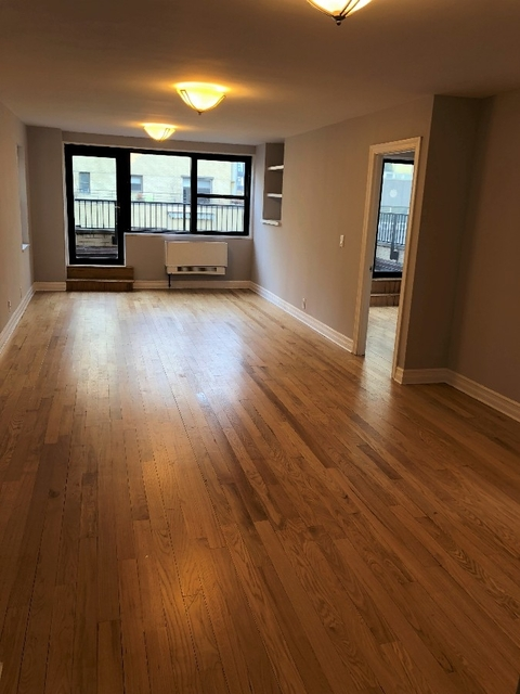 3 Bedrooms, Turtle Bay Rental in NYC for $6,935 - Photo 2