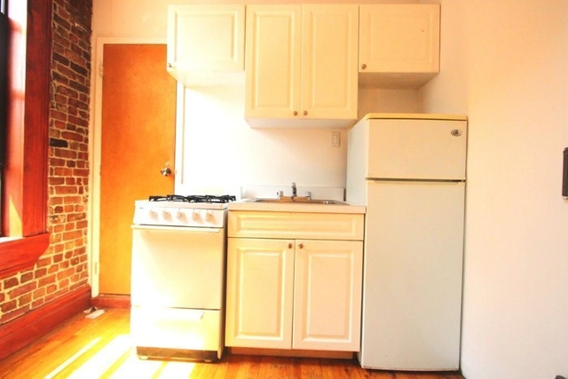2 Bedrooms, Alphabet City Rental in NYC for $3,299 - Photo 2