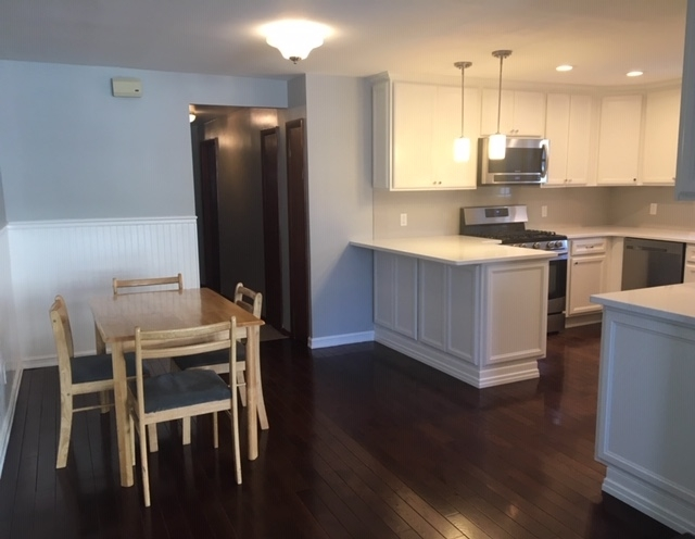 2 Bedrooms, Middle Village Rental in NYC for $2,500 - Photo 2