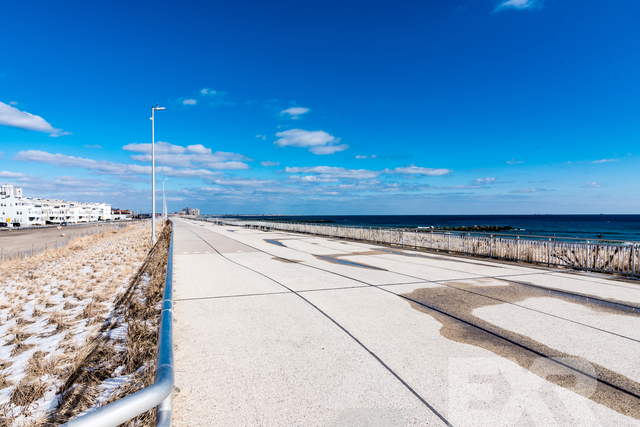 2 Bedrooms, Arverne Rental in NYC for $2,199 - Photo 2