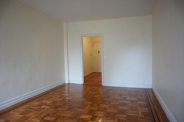3 Bedrooms, Pelham Parkway Rental in NYC for $2,500 - Photo 2