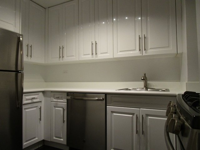 2 Bedrooms, Hell's Kitchen Rental in NYC for $3,695 - Photo 2