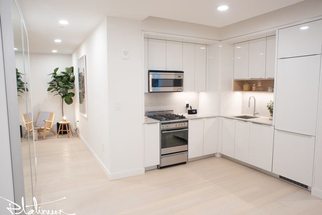 3 Bedrooms, Financial District Rental in NYC for $5,949 - Photo 2
