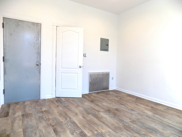 2 Bedrooms, Maspeth Rental in NYC for $1,900 - Photo 2