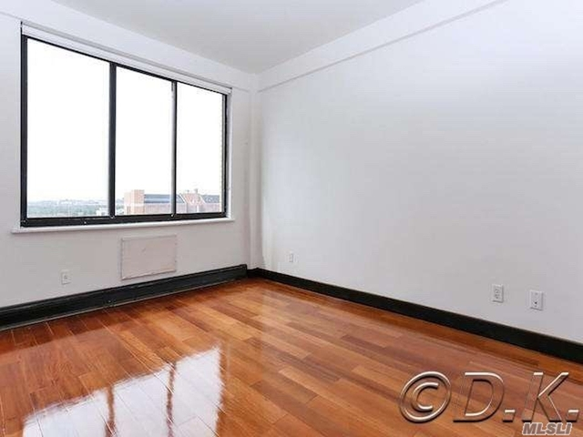 2 Bedrooms, Far Rockaway Rental in Long Island, NY for $2,200 - Photo 2