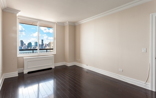 3 Bedrooms, Battery Park City Rental in NYC for $6,875 - Photo 2