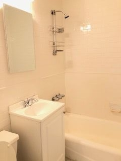 1 Bedroom, Gramercy Park Rental in NYC for $2,695 - Photo 2