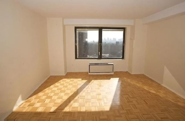 3 Bedrooms, Gramercy Park Rental in NYC for $3,995 - Photo 2