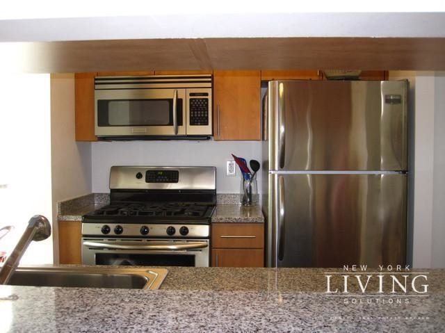 3 Bedrooms, Financial District Rental in NYC for $6,765 - Photo 2