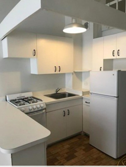 2 Bedrooms, Financial District Rental in NYC for $2,950 - Photo 2