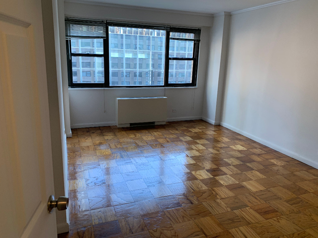 2 Bedrooms, Hell's Kitchen Rental in NYC for $3,799 - Photo 2