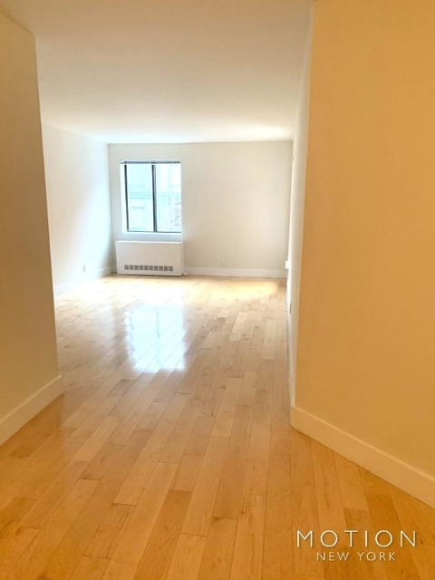 3 Bedrooms, Hell's Kitchen Rental in NYC for $4,825 - Photo 1