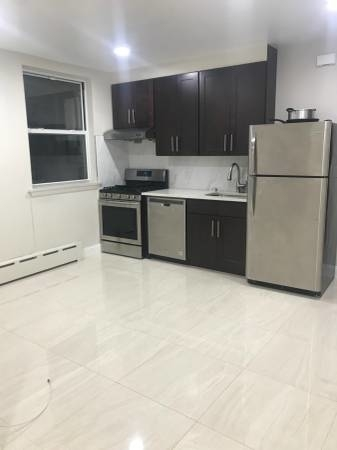 2 Bedrooms, Gravesend Rental in NYC for $1,800 - Photo 1