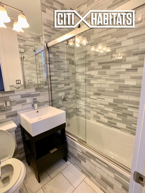 3 Bedrooms, Alphabet City Rental in NYC for $4,519 - Photo 2