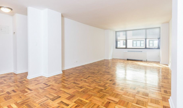 3 Bedrooms, Hell's Kitchen Rental in NYC for $5,500 - Photo 2
