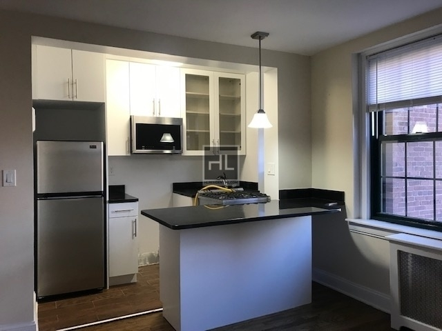 1 Bedroom, Woodside Rental in NYC for $2,000 - Photo 2