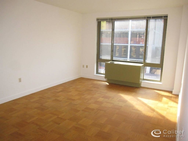 3 Bedrooms, Chelsea Rental in NYC for $4,400 - Photo 2