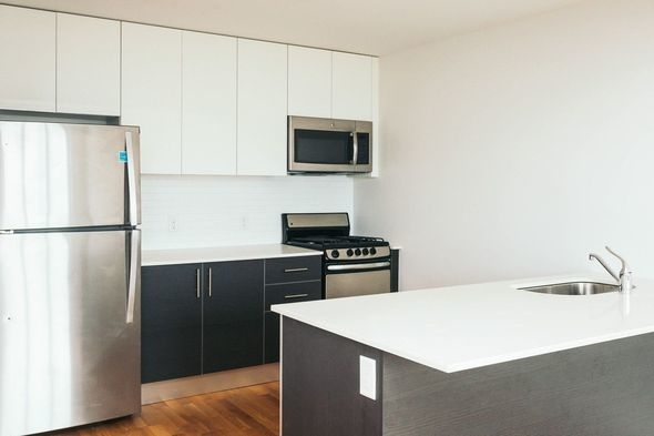 2 Bedrooms, Astoria Rental in NYC for $3,400 - Photo 2