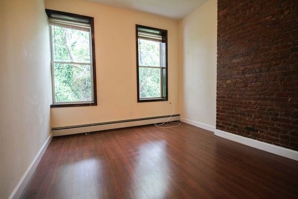 4 Bedrooms, Bushwick Rental in NYC for $2,700 - Photo 2