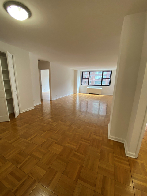 Room, Hell's Kitchen Rental in NYC for $1,398 - Photo 2