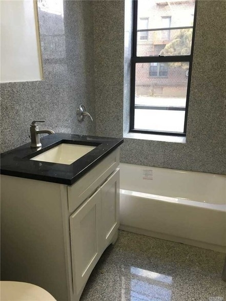 1 Bedroom, Auburndale Rental in NYC for $1,700 - Photo 2