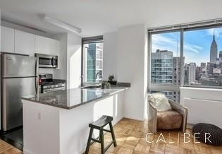 3 Bedrooms, Hell's Kitchen Rental in NYC for $4,700 - Photo 2