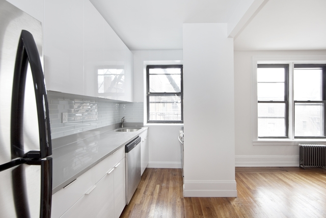 2 Bedrooms, Jackson Heights Rental in NYC for $2,775 - Photo 1