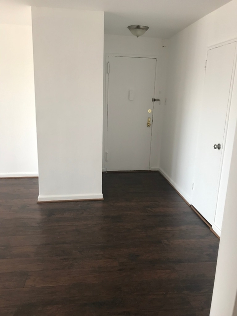 2 Bedrooms, Briarwood Rental in NYC for $2,400 - Photo 2