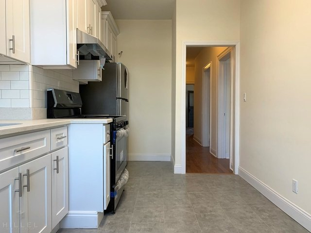 3 Bedrooms, Glendale Rental in NYC for $2,300 - Photo 2