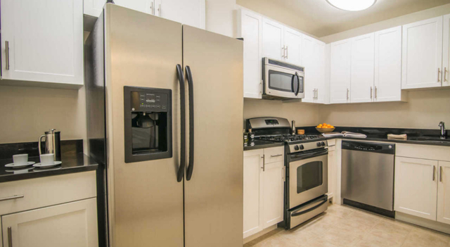 1 Bedroom, Yorkville Rental in NYC for $3,956 - Photo 2