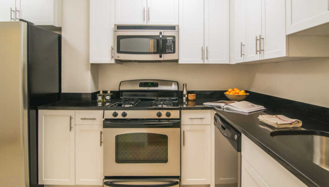 1 Bedroom, Yorkville Rental in NYC for $3,956 - Photo 1